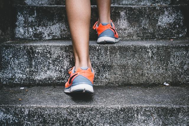 chůze po schodech