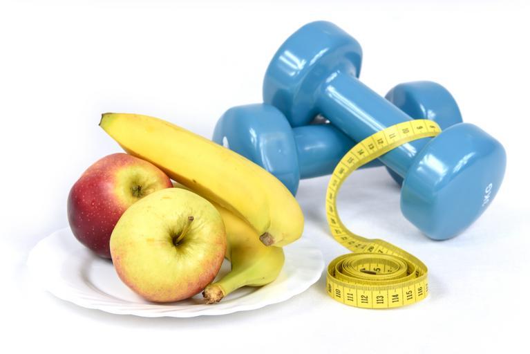 Ovocie, činky, fit, chudnutie.jpg