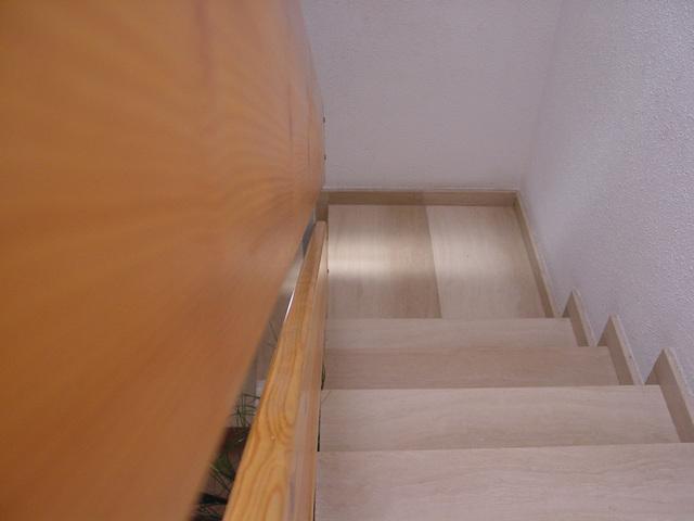 Sklenené zábradlie je nadčasový a stále populárnejší prvok do interiérov aj exteriéru