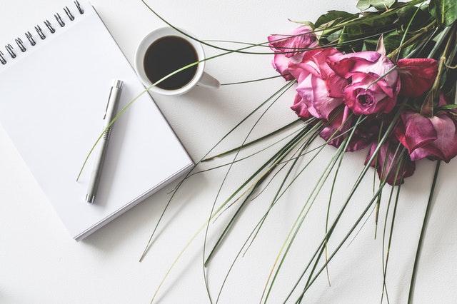 květiny stůl