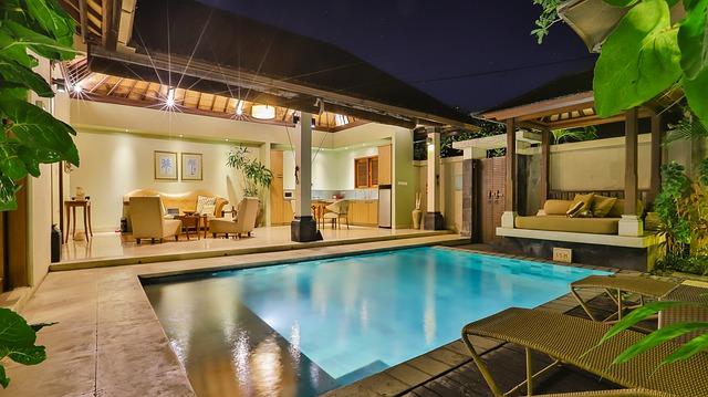 Rodinný dom s osvetleným bazénom