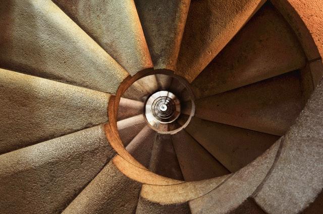Kamenné točité schody