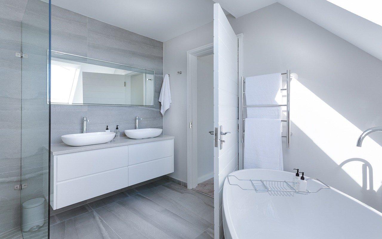 Sprchová zástena? Luxus v kúpelni.